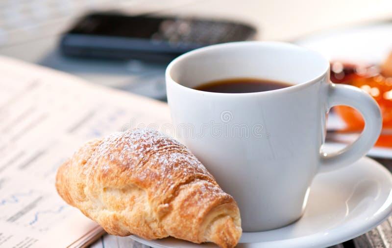 Ruptura de café no trabalho fotos de stock