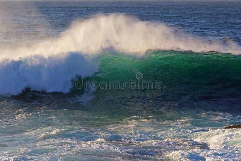 Rupturas da onda fotos de stock
