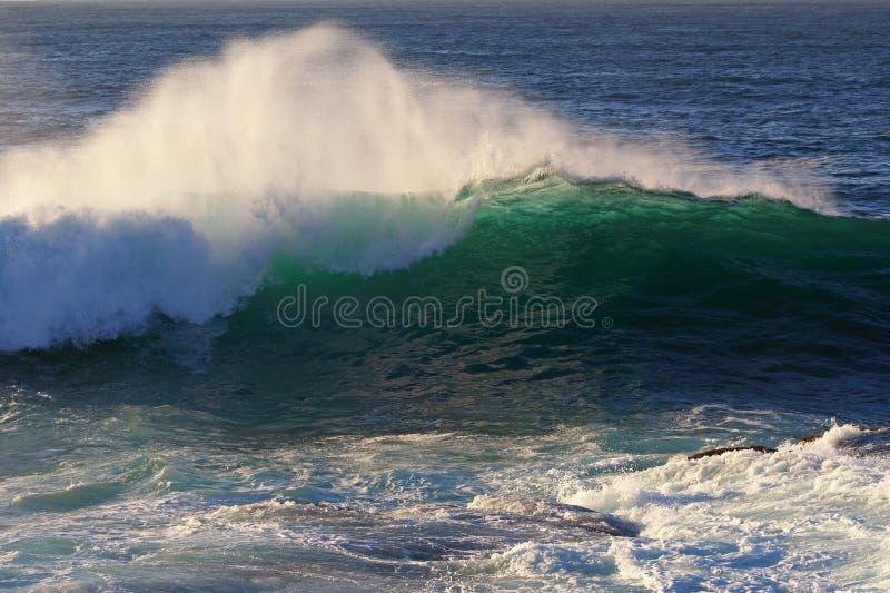 Rupturas da onda de oceano imagens de stock royalty free