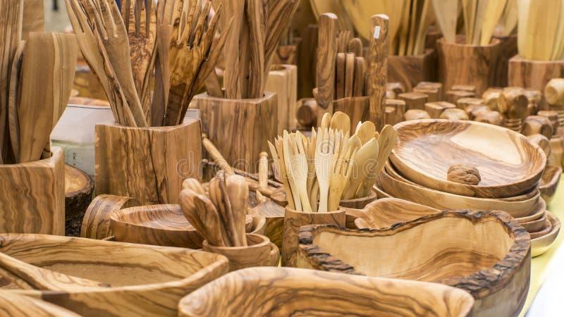 rurales los utensilios de la cocina hechos de la madera