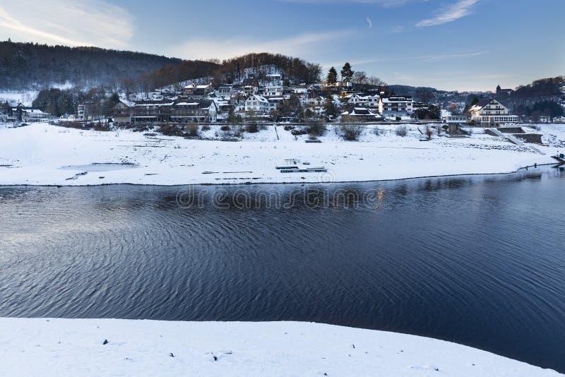 Download Rurberg wioska, Niemcy zdjęcie stock. Obraz złożonej z jezioro - 106911348