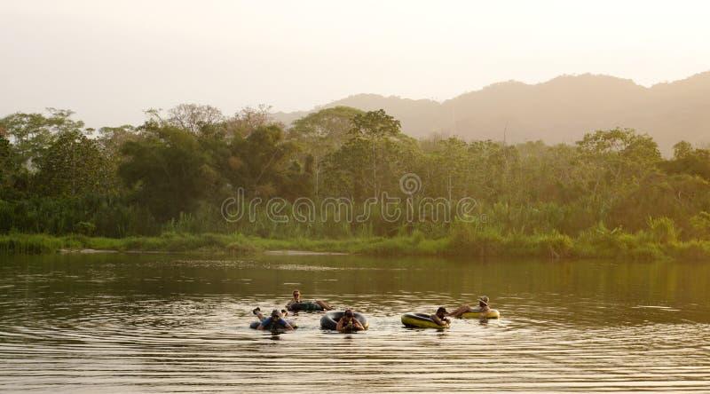 Rurować na Palomino rzece w Kolumbia zdjęcie stock
