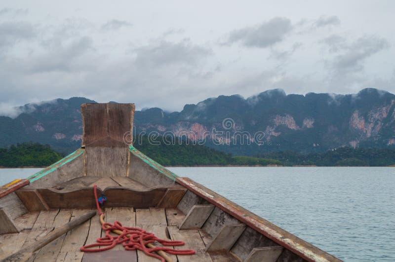 Rusa över Cheow LAN sjön arkivfoton