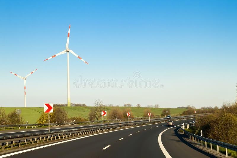 Rusa vägmotorvägen i Tyskland med höga väggar på sidorna royaltyfri foto