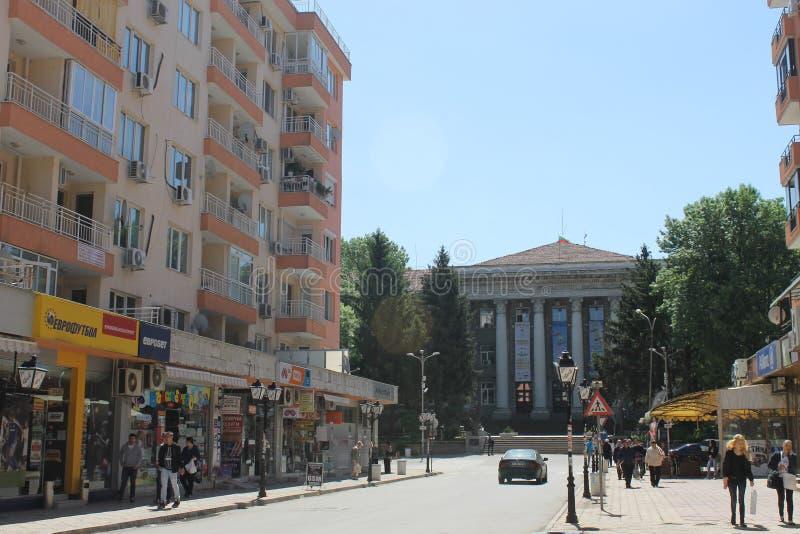 Ruse, Bulgarie - 8 mai 2015 : La rue devant l'université images libres de droits