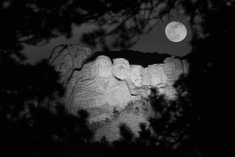 rushmore ночи mt стоковое изображение rf