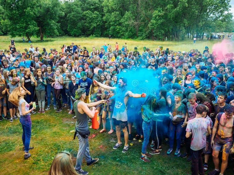 RUSIA, Bryansk - 1 de julio de 2018: Festival santo de colores imágenes de archivo libres de regalías