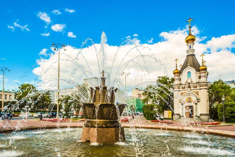 Rusia Ekaterinburg Cuadrado y capilla de trabajo de St Catherine imagen de archivo libre de regalías