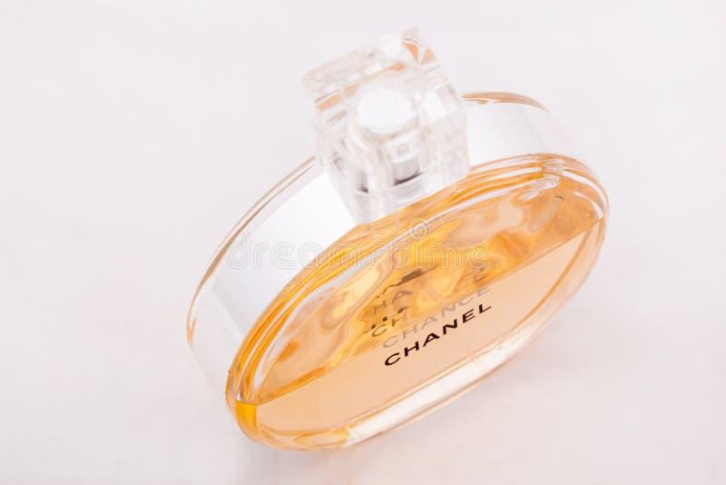 Rusia, Izhevsk - 13 de junio de 2017: Chanel Chance Mademoiselle Coco Chanel del perfume del refinamiento Productos de la perfume fotos de archivo