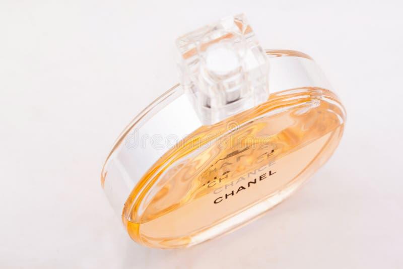 Rusia, Izhevsk - 13 de junio de 2017: Chanel Chance Mademoiselle Coco Chanel del perfume del refinamiento Productos de la perfume imagen de archivo