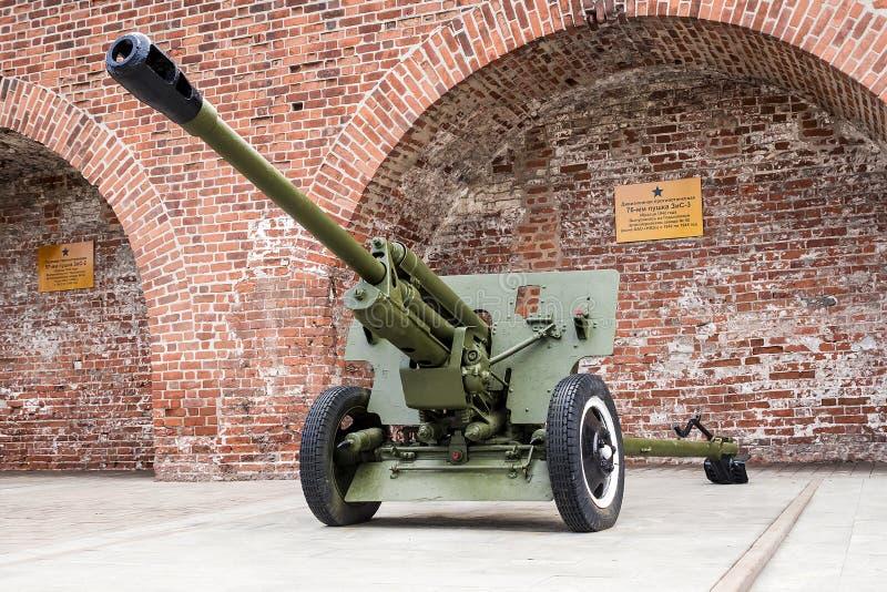 RUSIA - NIZHNY NOVGOROD 4 DE MAYO: arma antitanques de 76 milímetros ZIS-3  foto de archivo