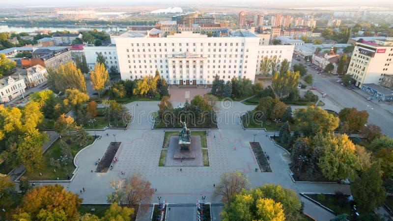 Rusia Rostov-On-Don Cuadrado de los consejos Edificio del gobierno de t imágenes de archivo libres de regalías