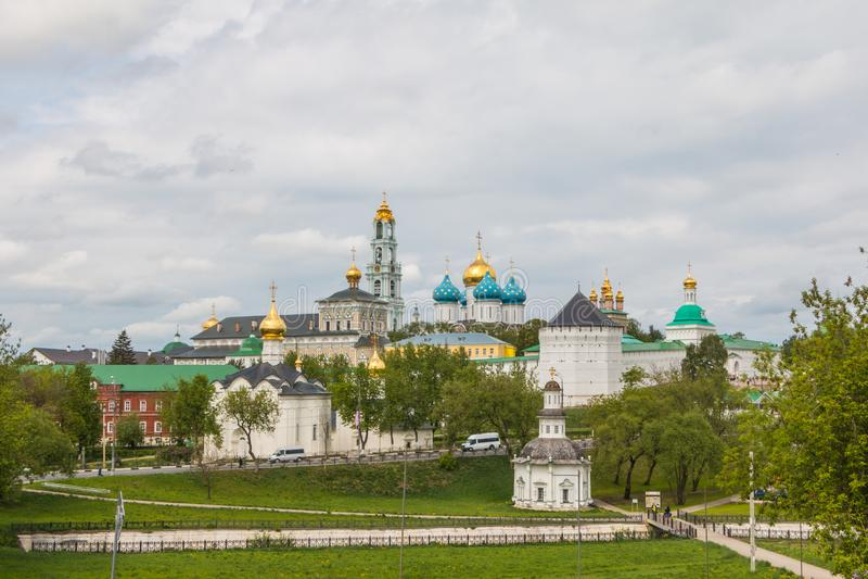 Rusia, Sergiev-Posad, 18, mayo de 2016: Vista del Trinidad-St Sergius Lavra foto de archivo libre de regalías