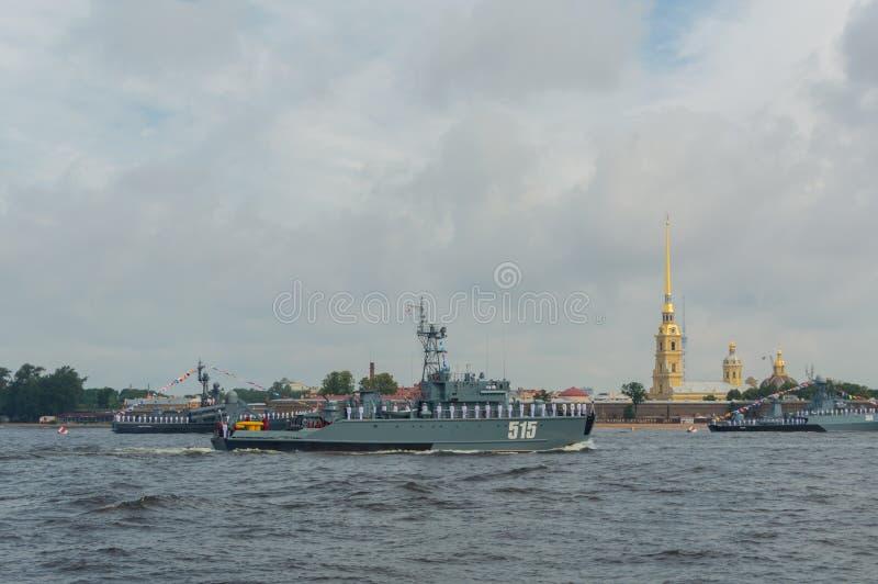 Rusia, St Petersburg, el 30 de julio de 2017 en las aguas del Nev foto de archivo libre de regalías