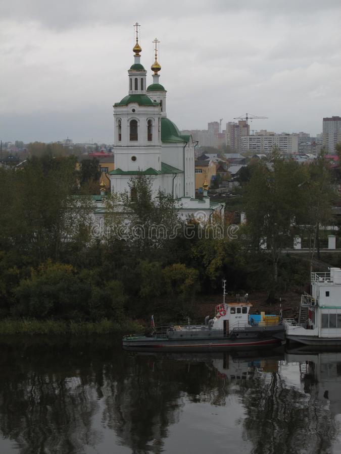 Rusia Tyumen La iglesia de la ascensión imagenes de archivo