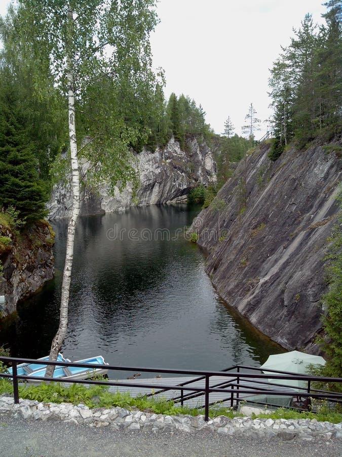Ruskeala-Gebirgspark - eine Jahrhunderte alte Geschichte des Bergbaus Die unbeschreibbare Sch?nheit des nat?rlichen Marmors im wi lizenzfreies stockbild