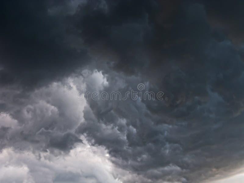 Ruskigt stormmoln royaltyfri bild
