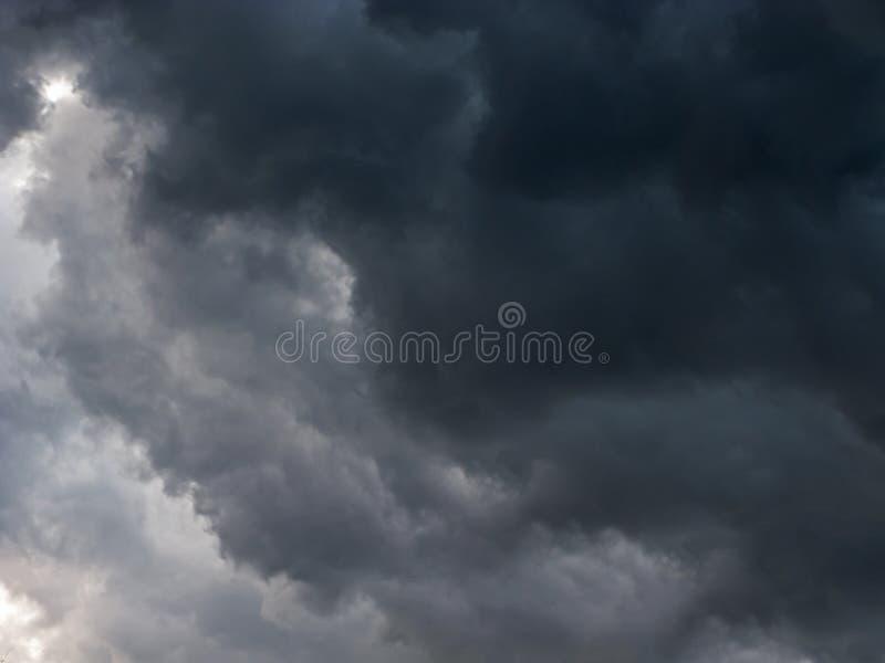 Ruskigt stormmoln royaltyfria foton