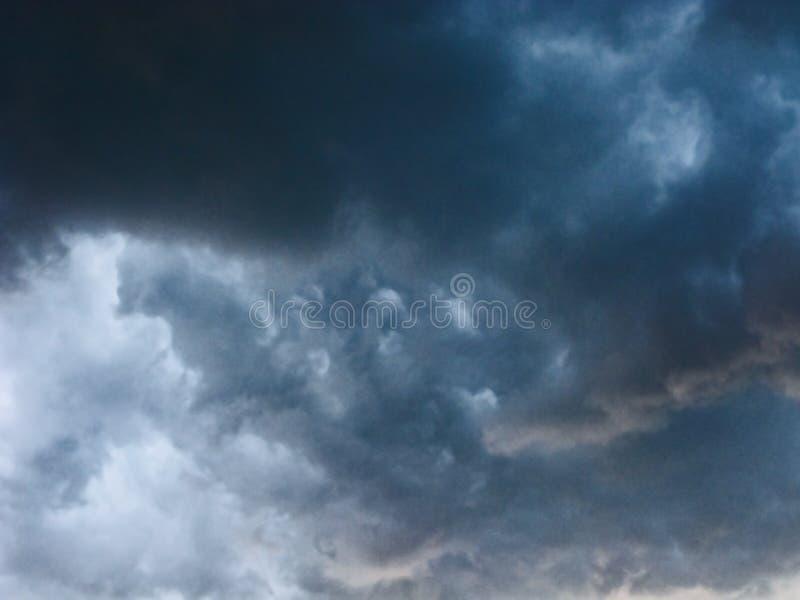 Ruskigt stormmoln fotografering för bildbyråer