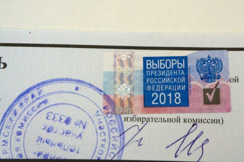 Rusland Berezniki 18 Maart 2018: officiële website van de Centrale verkiezingscommissie van de Russische Federatie Presidenti van stock afbeeldingen