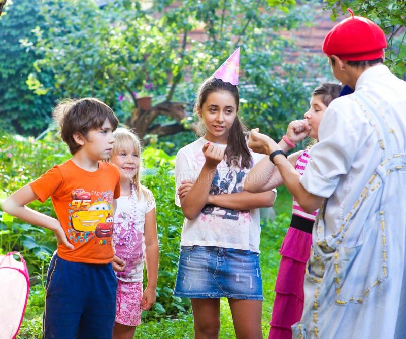 RUSLAND, MOSKOU, 22 JULI, 2014: De jonge geitjes van het land vieren verjaardag p stock foto