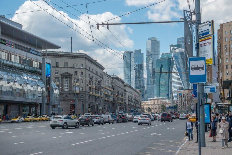RUSLAND, MOSKOU, 7 JUNI, 2017: Kutuzovskyweg stock foto