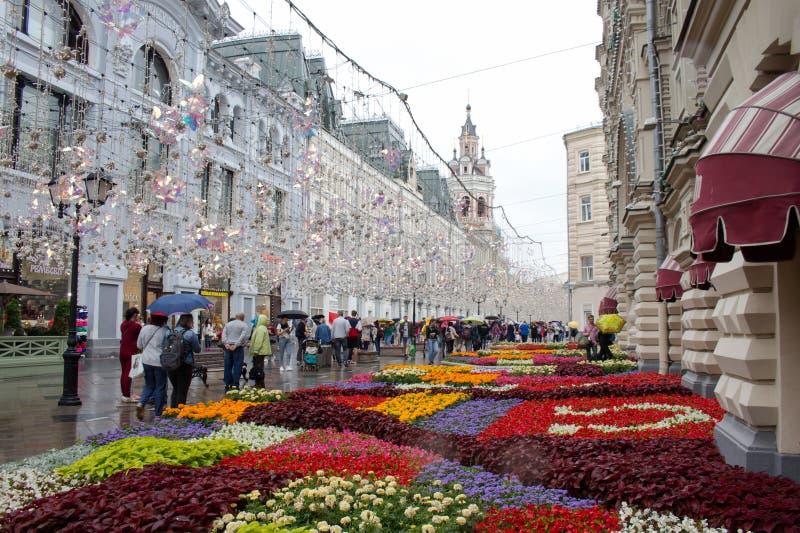 Rusland, Moskou, Nikolskaya-straat, een summr regenachtige dag royalty-vrije stock fotografie