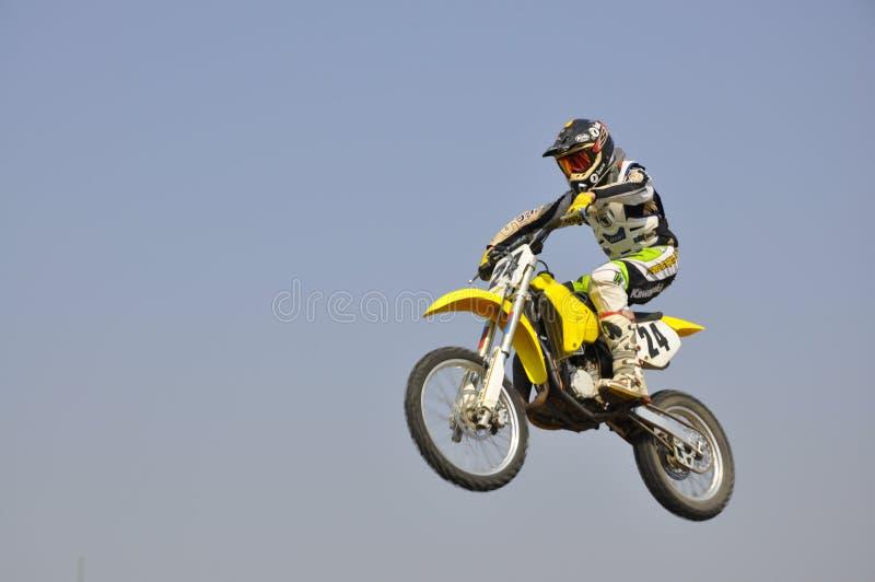 Rusland, Samara motocross, ruiter vliegende lucht stock foto's