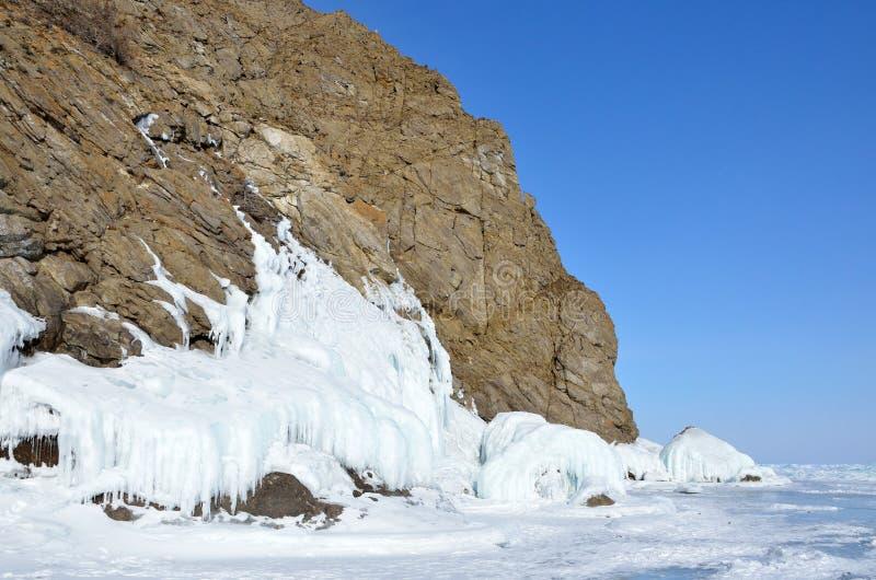 Rusland, Siberië, meer Baikal, Olkhon-eiland, Kaap Khoboy in de winter stock foto