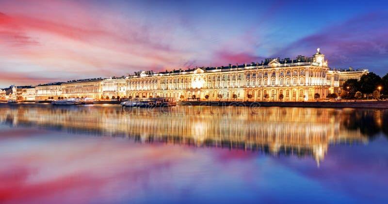 Rusland - St. Petersburg, de Winterpaleis - Kluis bij nacht, niemand stock afbeeldingen