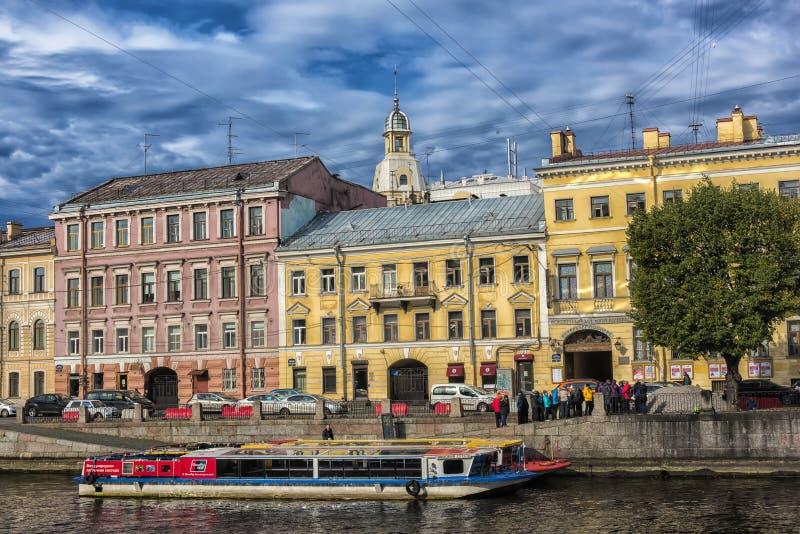Rusland, St. Petersburg, Dijk 22.09.2017 van de rivier van t royalty-vrije stock fotografie