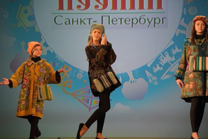 Rusland, St. Petersburg 01,06,2019 Liefdadig XVII Festival van de Creativiteit van Kinderen stock foto