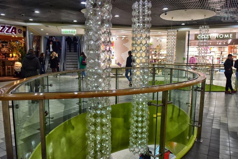 Rusland, St. Petersburg, 09 29 2017 Modern winkelcentrum royalty-vrije stock afbeelding
