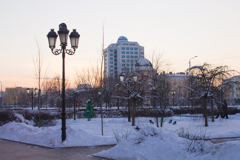 RUSLAND, Tchetchenië, Grozniy - Januari 5, 2016: - gang door Grozny van de binnenstad royalty-vrije stock fotografie