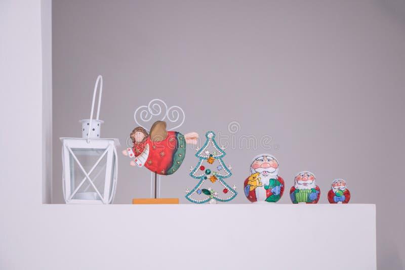 Ruso Matreshka tradicional con la decoración de Santa Claus imagen de archivo libre de regalías