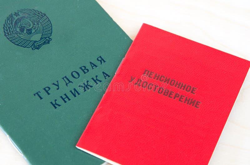 Russearbeitsbuch und Pensionszertifikat lizenzfreies stockbild