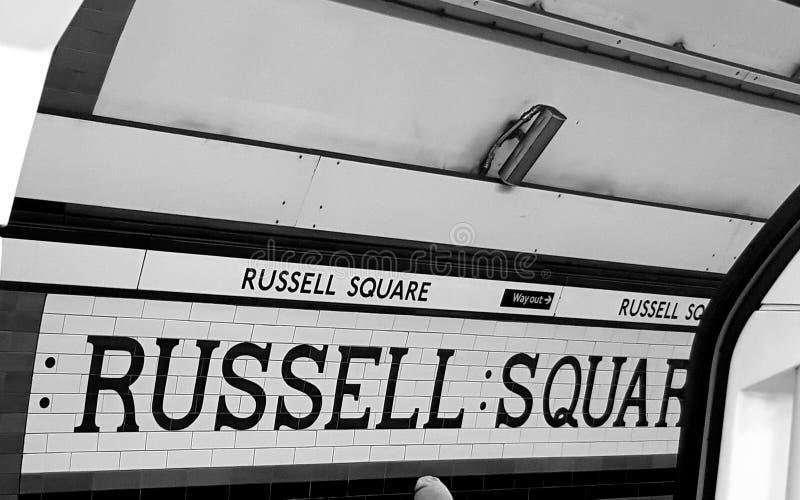 Russel Square tunnelbanatecken arkivfoto
