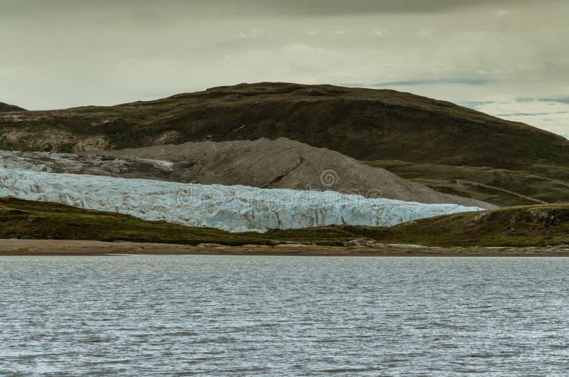 Russell-Gletscherfront, die Glazial- See erreicht Hohe Moraine im Hintergrund, Grönland lizenzfreies stockbild