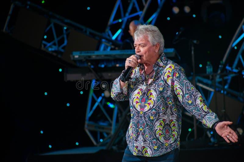 Russell Hitchcock från lufttillförsel som sjunger härlig melodi på Epcot i Walt Disney World 8 arkivfoto