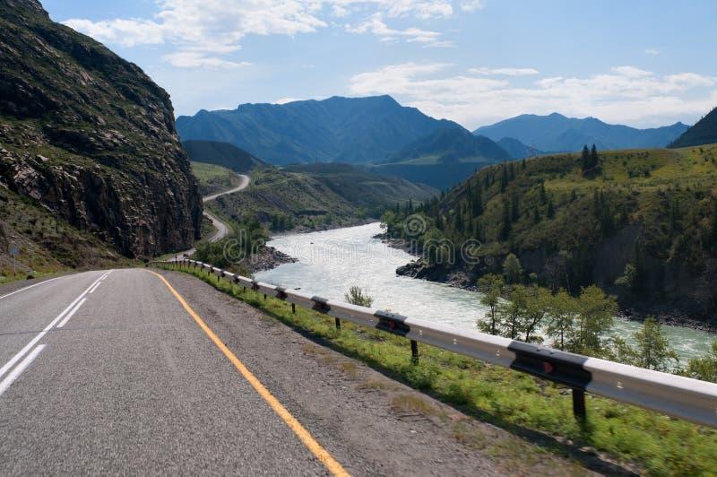 russia för flod för altaikatunberg dal arkivfoto