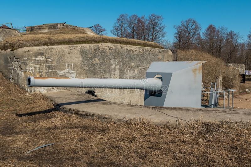 The object of cultural heritage - battery Demidov and 152 mm. guns. Russia St. Petersburg Kronstadt. Early spring. The object of cultural heritage - battery stock photos