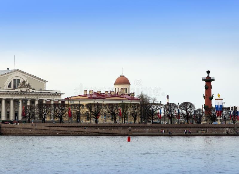 Russie petersburg Île de Vasilevsky et fléaux Rostral photos stock