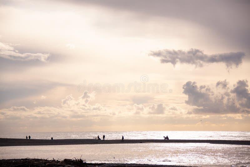 Russie Sotchi Adler Mzymta, la Mer Noire, pêcheurs image stock
