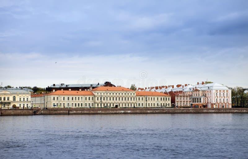 Russie St Petersburg Un bâtiment de l'université de l'Etat (bâtiment de douze conseils) sur Neva Embankment photo stock
