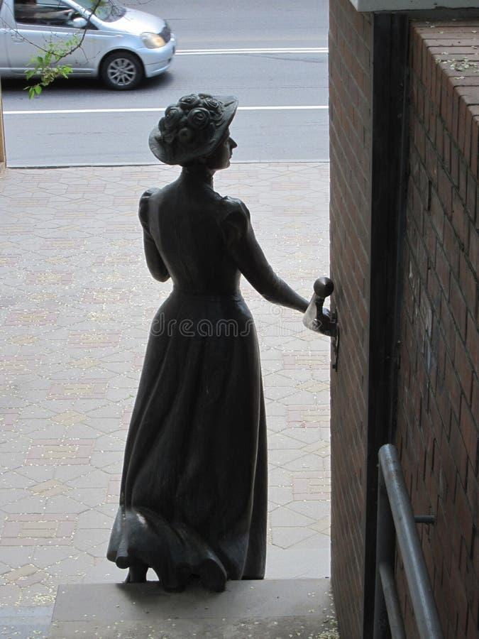 Russie vladivostok Sculpture en rue d'un résident de la ville du début du 20ème siècle photographie stock