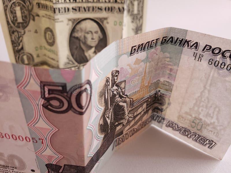 Russisch bankbiljet van vijftig roebels en Amerikaanse dollarrekening royalty-vrije stock foto's