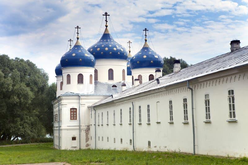 Russisch orthodox Yuriev-Klooster, Kerk van Verheffing van Dwars, Grote Novgorod, Rusland royalty-vrije stock afbeelding