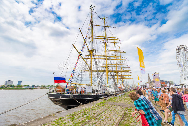 Russisch varend die schip Kruzenstern in Antwerpen tijdens de Lange Schepen R wordt gezien royalty-vrije stock afbeelding
