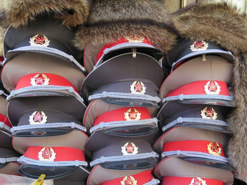 Russische Armee-Kappen lizenzfreie stockfotografie
