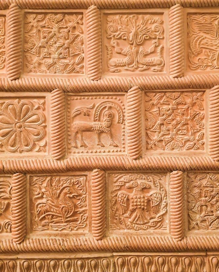 Russische decoratieve kunst: ornament van rode historische tegels voor het onder ogen zien van het fornuis royalty-vrije stock foto's